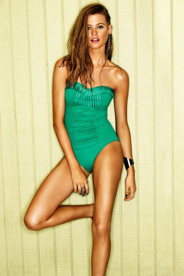 Grün, mit Rüschen: Badeanzug
