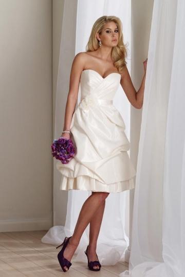 Schönes Knielanges Brautkleider
