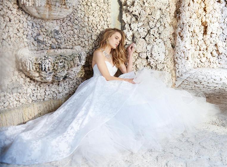 Extravagant-Brautkleid-